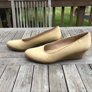 BEACON Fashion & Fit Slip Fabric 9 1/2 Wedge Shoes
